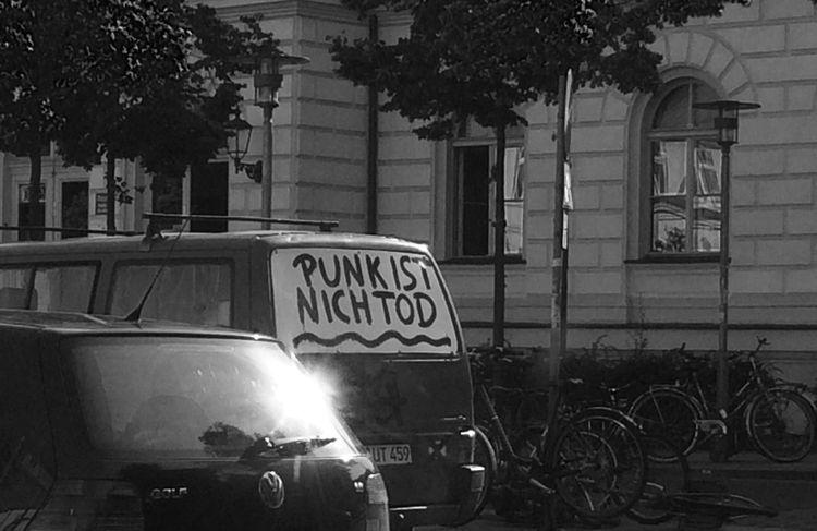 Monochrome Punks Not Dead Streetphoto_bw