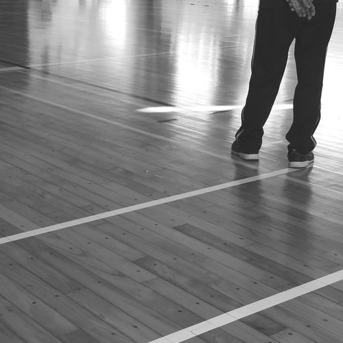 gymnasium Directed Gymnasium 監督 部活 体育館 Low Section Human Leg Standing Ice Rink Healthy Lifestyle