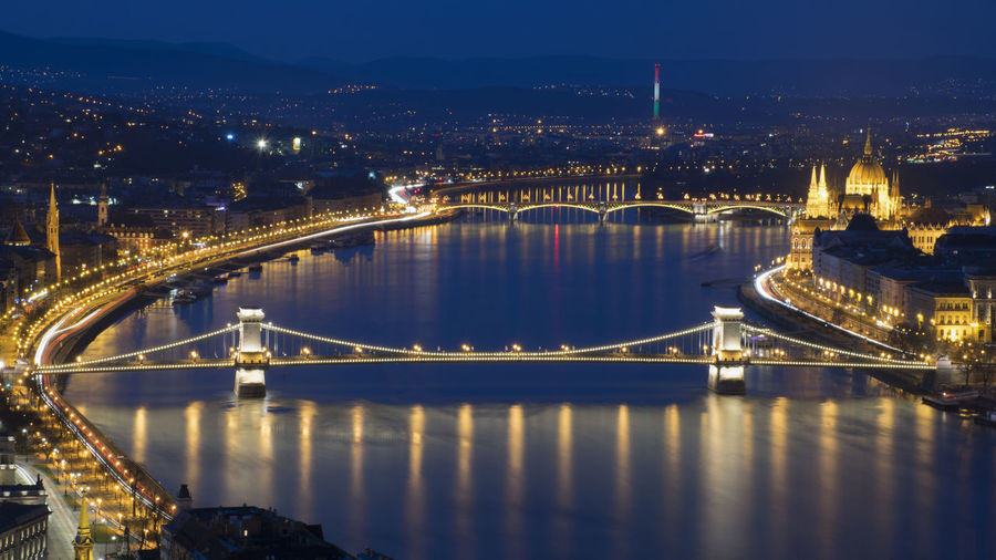 Budapest Landscape Blue Hour Night City Duna Lánchíd Bridge Mobility In Mega Cities