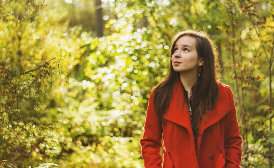 Red Riding Hood 🍁 Long Hair Young Women Young Adult Front View Standing Focus On Foreground Brown Hair Person Casual Clothing Femininity Beauty Straight Hair Looking At Camera Day Outdoors Green Color Beautiful People Autumn Canon Redjacket