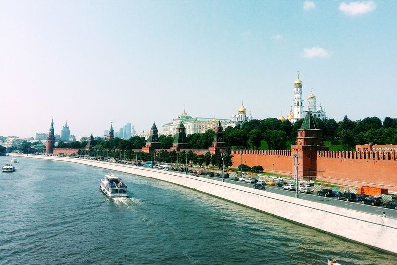 Moskva river by moscow kremlin against sky