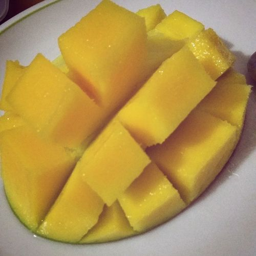 Slice and dice LikeABOSS 😁😁 Mango Nightsnack Eat Yum Yummy Eating Eat More Fruit Healthy Fruit Fruits Tropical Fruits