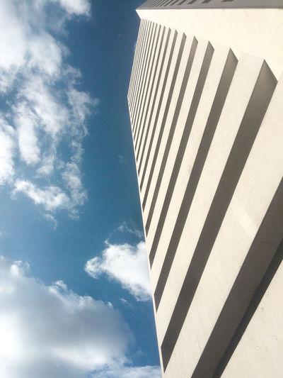 Instagram : @ptafoto16 https://www.instagram.com/ptafoto16/?hl=es Arquitecture Bogotá Colombia EyeEm Architecture Blue Blue Sky Building Building Exterior Buildings & Sky Built Structure Cloud - Sky Colombia ♥  Day Low Angle View No People Outdoors Sky Sunlight