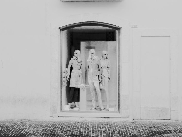 Fashion Balck And White Photography Dreamy Eyes Fashion Photography Immagnation Shop Window Showcases Street Photography Surreal