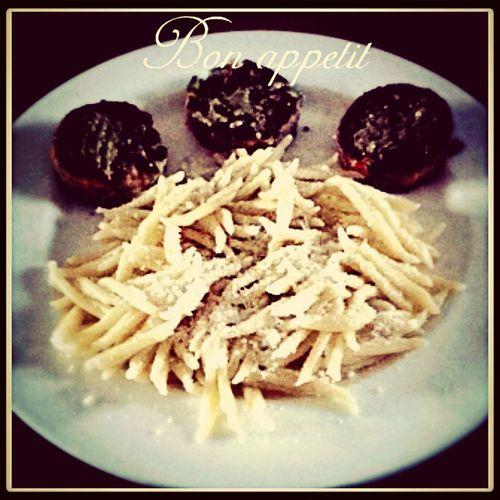 Food Porn pâtes huile d'olive parmesan galets de légumes et pesto