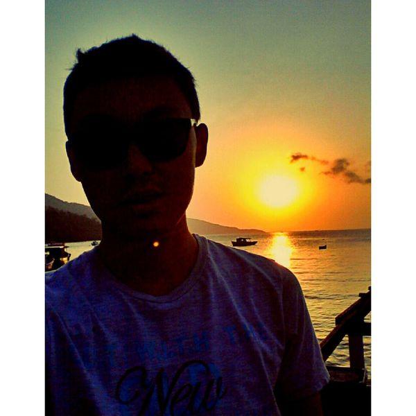 Nao peça licença para a felicidade. Sunset Color Portrait Selfieportrait That's Me