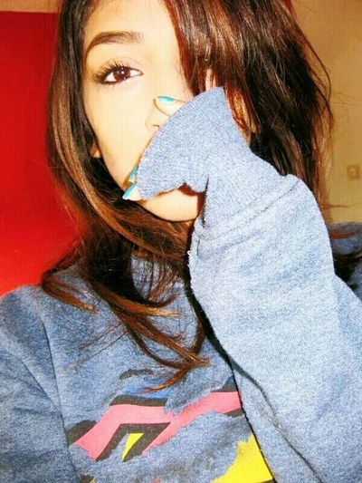 Hi! Check This Out Fashion Hair Girl Eyes Brown Eyes Faces Of EyeEm Sweatshirt Superman Hair