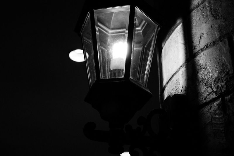 light up your life Streetphotography Noedit Nofilter Notneeded [a:59662] Sony Alpha290 Blackandwhite shade of grey