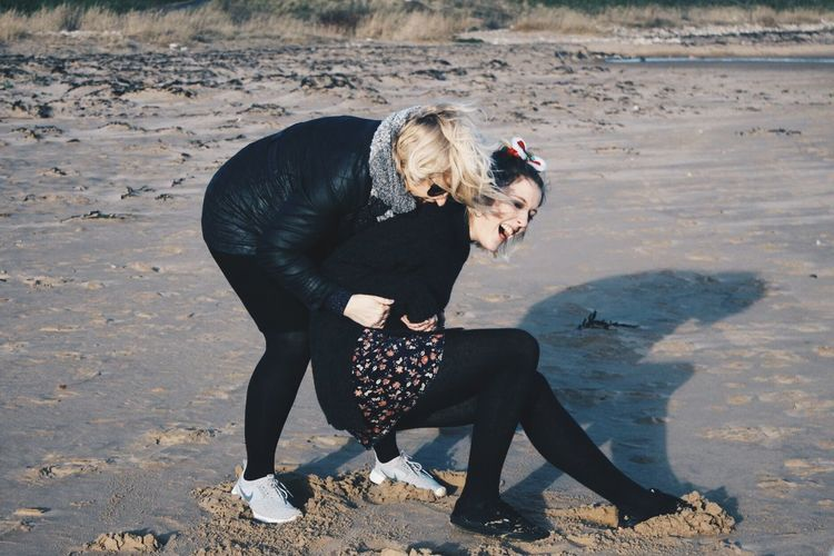 Life Is A Beach Family Playing Being Silly Salpal Cozens Cousins Beach England Candid Capture The Moment Alternative Fitness