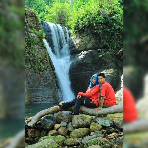 Tanggalnya 1 februari with @dongah_prasetyo Indoromantic Malangwaterfall Prewedding Malangprewedding Fotoprewedding Preweddingmalang Preweddingindonesia Lingkarmalang