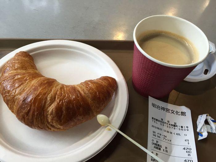 クロワッサンとブレンドコーヒー