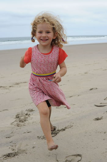 Beach Casual Clothing Day Ecuador Enjoyment Full Length Fun G Girl Running Happniess Leisure Activity Lifestyles Nature Outdoors Portrait Sand Scenics Sea Shore Sky Summer Tranquil Scene Tranquility Travelling With Kids Vacations