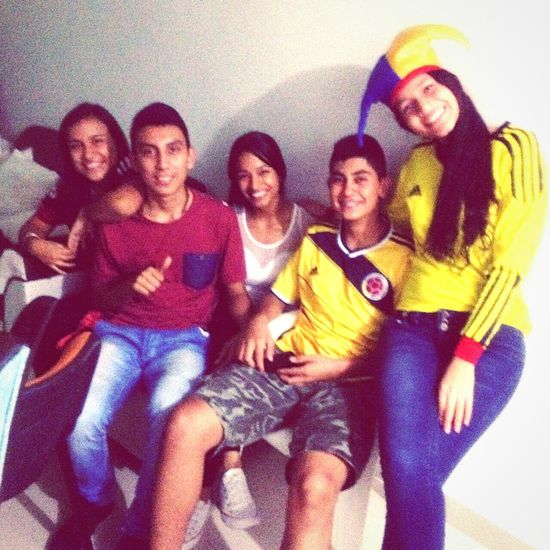 Amigos apoyando a la seleccion colombia en las buenas y en las malas Amigos Apoyo  Futbol SeleccionColombia