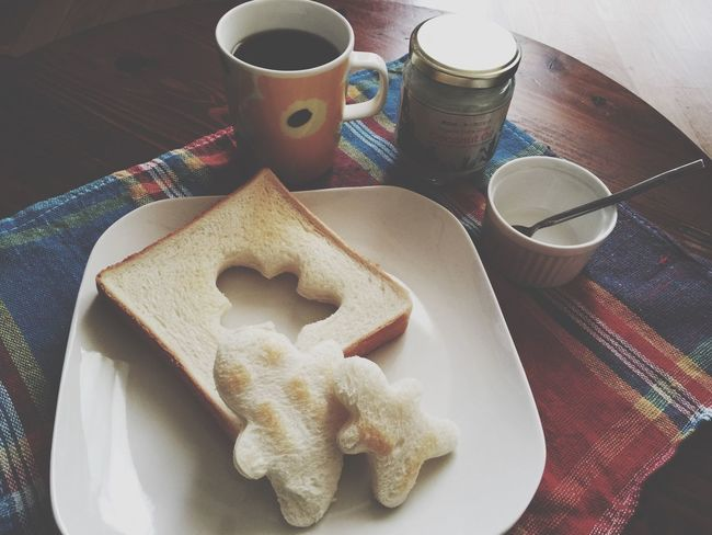 CoconutOil Breakfast Homemade Coffee Marimekko 話題のココナッツオイルをゲット!トーストで食べると旨しです。コーヒーに溶かす方法も試したけど、わたしには合わなかったw バターの代わりで充分かな(´Д` )!