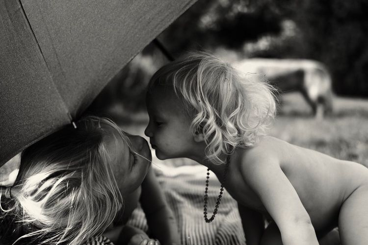 Kissing Kisses❌⭕❌⭕ Kisses Kiss Real People Child Two People Togetherness Women Childhood Adult Leisure Activity Focus On Foreground Family Indoors  Lifestyles Girls Men Females People Love Positive Emotion Bonding Emotion