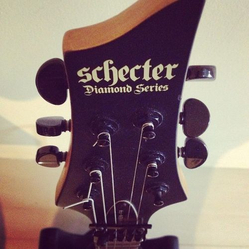 Welcome back my mate .. Glad to see you again Schecter SchecterGuitar Guitar DamienFR Diamondseries