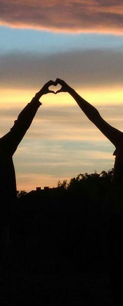 Best friends Bestfriend Bff❤ BFF ♥ BestfriendsForEver Love ♥ Lovemybestfriends<3 Shadows & Lights Shadow Heart ❤ Hearts♡hearts Heart Hands