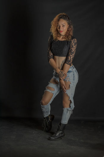 Ripped Jeans Portrait Adults Only Only Women Adult Looking At Camera Curly Hair Fashion Beauty