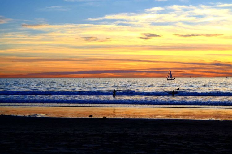 Venice Beach Winters Sea Beach Sunset Water Sand Scenics Horizon Over Water Nature Beauty In Nature Tranquil Scene Cloud - Sky Vacations Sky Tranquility Silhouette Travel Destinations Wave Outdoors Day No People