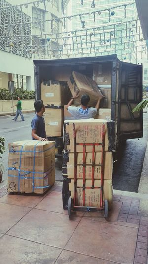 Business Finance And Industry Cart Cardboard One Person Occupation People Supermarket Outdoors Adult Day Only Men Cargo Delivery Service Delivery Cargo Container Cargo Ship Deliver Delivery Truck DeliveryMan Modern Workplace Culture