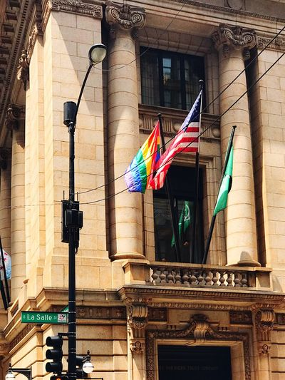 LaSalle Street Flags 🏳️‍🌈🇺🇸🏳️‍🌈🇺🇸 I love my city ❤️ Chicago Loop Classic Architecture Classic Urban Place Friendly Gay Pride Chicago Architecture City Flag Patriotic Gaypride EyeEm Selects Architecture Built Structure Hanging Flag Building Exterior No People