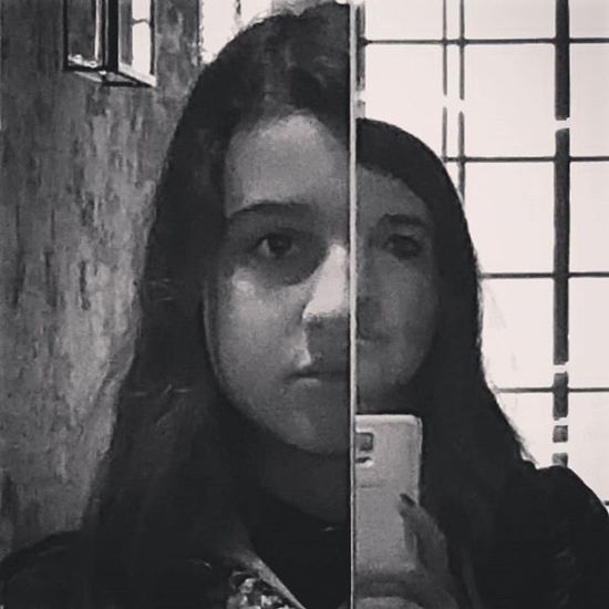 Faces Facce Mirror Specchio Blackandwhite Biancoenero Nofilter Senzafiltro Biennaledivenezia Asimmetric Asimmetria Motheranddaughter Growth