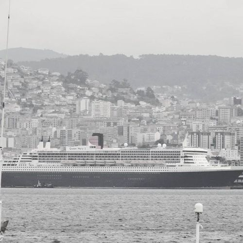 ⚓🌅 Queen Mary ll Photography Ships Marineworld Queenmary2 Boats RMS Transatlantic Marinecolosus Floatingcity Grayscale Sail Vigobay Portofvigo Igersspain WestCoast Whitestarline Predecessor Cunardwhitestarline