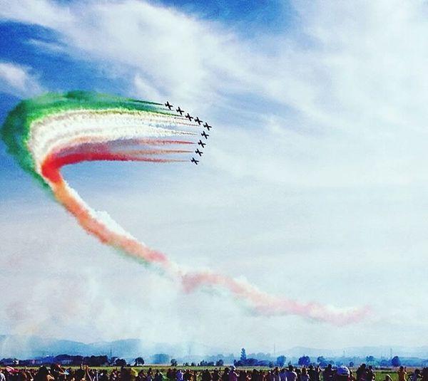 Parma airshow FreeTime Frecce Tricolore Airshow Frecce Tricolori Beautiful Day Beautiful Sky Skyline Lines&Design Popular Photos Enjoying Life Parma Italy