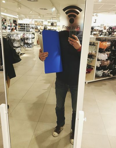 mirror selfie with blue cardboard and wifi head 😊😁 Selfie Self Portrait Shopping Photography Mirror Mirrorselfie Blue Wifi Free Wifi H&M That's Me