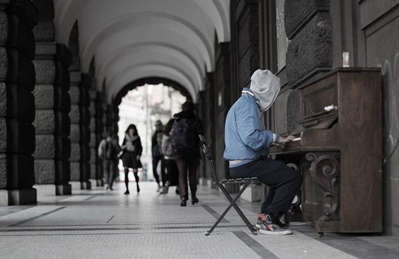 Travelpics Czeckrepublic Vagabond Pianist