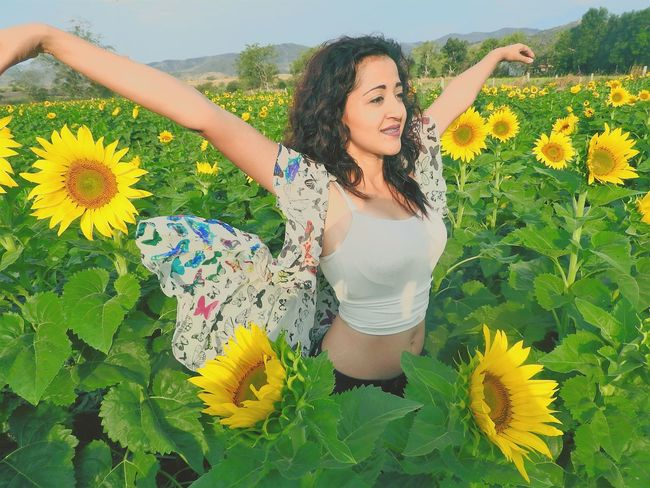 Felicidad amarilla Beauty In Nature Flower Yellow Flower Girassol Relaxation Happiness Women