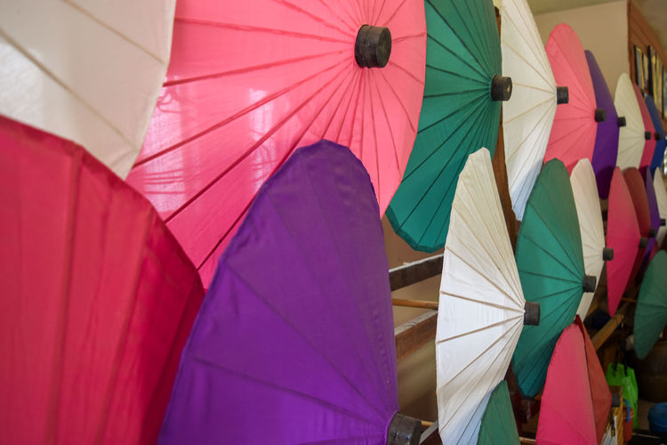 The produce of wooden umbrellas and mulberry paper at Chiangmai Thailand Chiang Mai | Thailand Mulberry Tree Paint Paintings Thailand Traditional Culture Tray Art Brush Decoration Design Mulberry Mulberry Paper Paintbrush Painter Palette Paper Umbrella Umbrella☂☂ Vintage Wood - Material Wooden Wooden Umbrellas