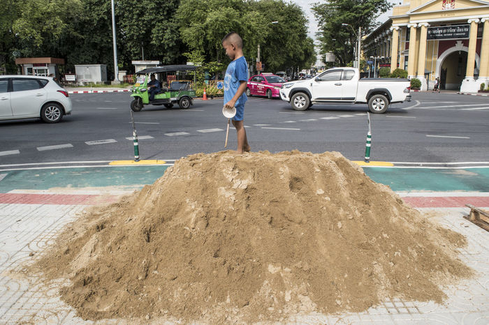 Bambino Bangkok Child Road Sand Strada Street Streetphotography Thailand Thailandia