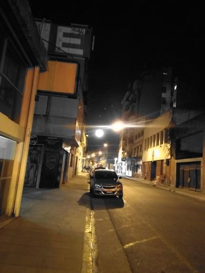 Luna llena City Illuminated Land Vehicle Street Architecture Building Exterior Built Structure