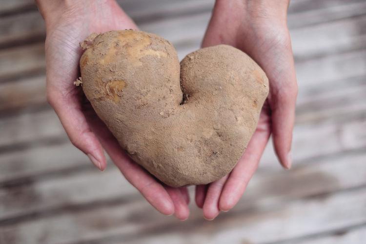 Herzkartoffel Food And Drink Hands Herz Liebe Love Potato Food Foodlove Foodlover Foodphotography Foodporn Freshness Hand Heart Heartpotato Kartoffel Love ♥
