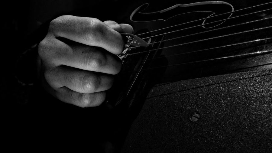 """The best thing about music, when it hits you, you never feel pain."" - Bob Marley Music Guitar Instruments Instrument Of Time Song Melodyofdeshutter Jamshedpur Black Dark Outdoors Eveningshot Streetphotography Holding Happiness India ShubhamTanmayPhotography Backgrounds Black And White Photography Black & White Black And White Collection  White White Color Hand Fingers Rythm The Week On EyeEm EyeEmNewHere Done That. Black And White Friday"