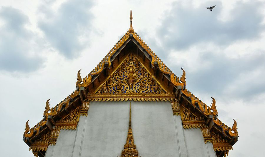 Traveling Travel Photography Travelphotography Temple Aechitecture Thailand Dove Pigeon Gold Colorful Cloudy Majestic Grandiose Taking Photos Check This Out Enjoying Life Landmarks Thailand_allshots Spotted In Thailand