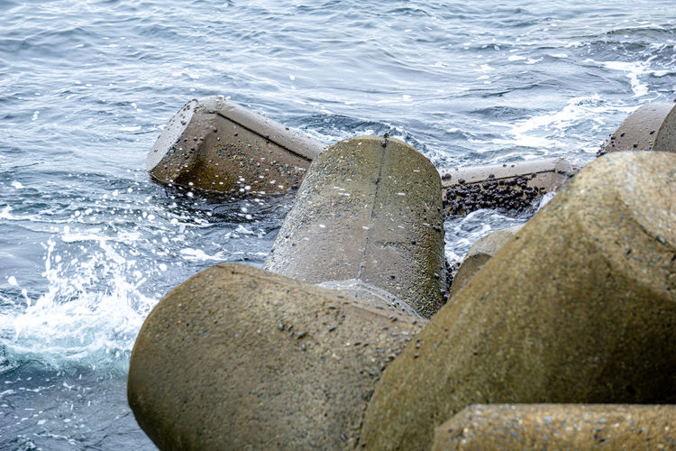 Close-up of sea waves splashing on rocks