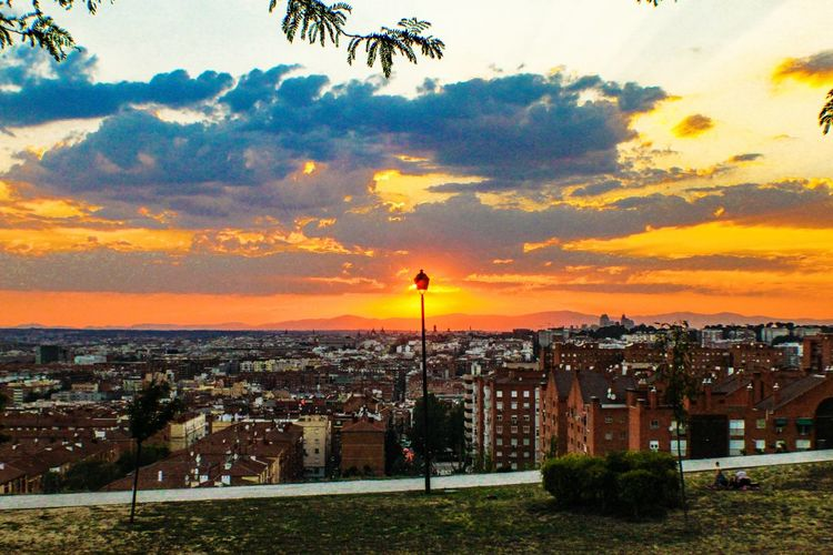 Check This Out Learn & Shoot: Balancing Elements EyeEm Gallery Madrid Lamp Post Sun Behind Sunset Sunset_collection Parque De Las Siete Tetas SieteTetas Hidden Gems  Madrid Spain Outdoors Photograpghy  Full Colour Colours Of Summer Cloud Formations Sun Behind Clouds Evening SkyVallecas 43 Golden Moments Colour Of Life Adapted To The City The City Light Long Goodbye