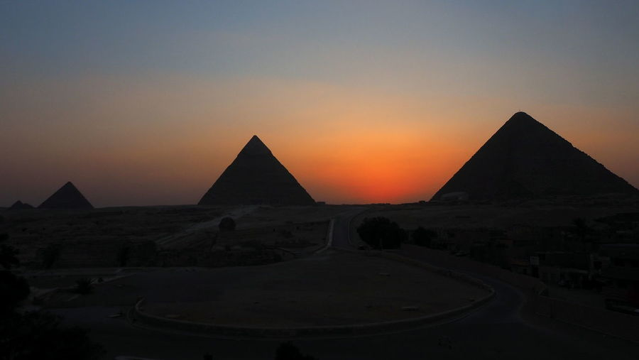 Sunset with the piramids at Giza, Egypt Cairo Egypt Egypt Giza Giza Pyramids Of Egypt Giza, Caïro, Egypt Ancient Ancient Architecture Ancient Civilization Ancient Civilizations Architecture Arid Climate Built Structure Desert History Nature Orange Color Outdoors Pyramid Scenics - Nature Shape Sky Sunset The Past Travel Travel Destinations