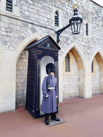 Windsor Castle Windsor Castle Beefeater Soldier Royal Wedding London Queens Guard City Politics And Government Full Length Standing Men Portrait Arch Architecture Building Exterior Built Structure Royal Person Palace Period Costume