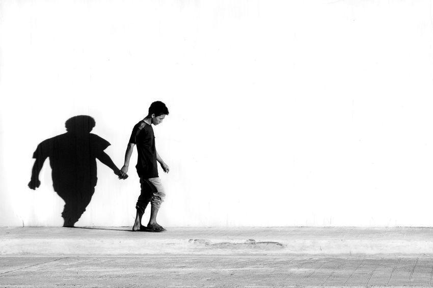 Black & White Black And White Blackandwhite Day EyeEm Best Shots EyeEm Gallery Eyeem Philippines EyeEmNewHere People The Street Photographer - 2017 EyeEm Awards Street Life Streetphotography The Week On Eyem Street Photography Street Photographer