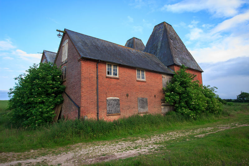 Oast House, Garden Of England, Kent, England. Architecture Sky Built Structure Nature No People Plant Hops Beer Brewing Iconic Buildings Vivid International Getty Images EyeEm Gallery Travel Destinations Tourism Sunrise Countryside Rural Scene History Building Exterior Building House Tree Cloud - Sky Day Landscape Grass Field Land Residential District Growth Outdoors Cottage