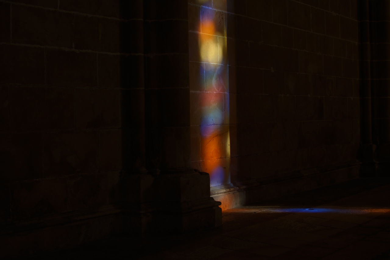 indoors, architecture, sunlight, no people, dark, built structure, building, nature, sunbeam, lens flare, illuminated, place of worship, history, the past, wall - building feature, light - natural phenomenon, shadow, religion, streaming