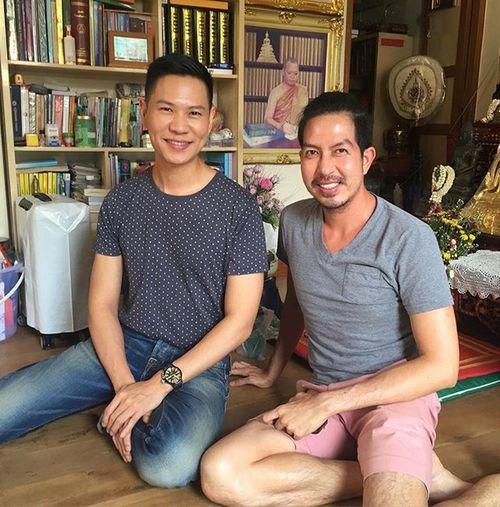 พา @khunchayyun รุ่นพี่กรุงเทพคริสเตียนรุ่น 142 มาทำบุญวันพระ Bcc142 Bcc146 Bcc Bangkokchristiancollege