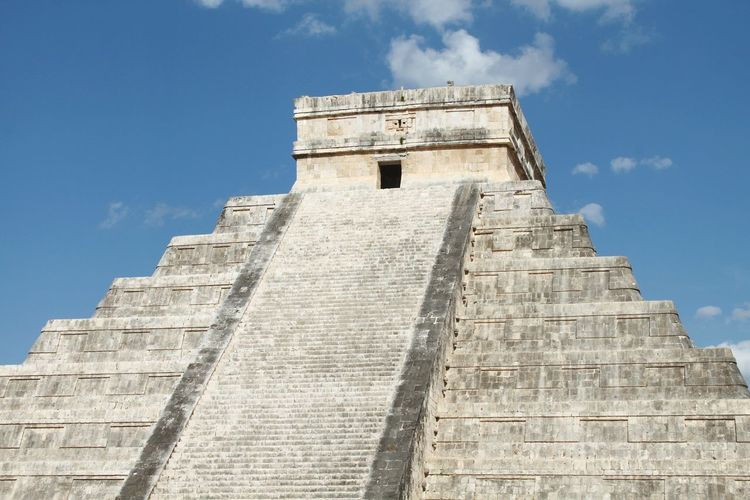 Low Angle View Of Kukulkan Pyramid At Chichen Itza Against Sky