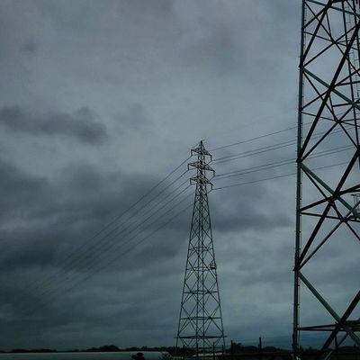 今日もおつかれさまでした。 空 Sky イマソラ ダレカニミセタイソラ Team_jp_ Japan Instagood 景色 Scenery 自然 Nature Icu_japan Ig_japan Ig_nihon Jp_gallery Japan_focus 鉄塔