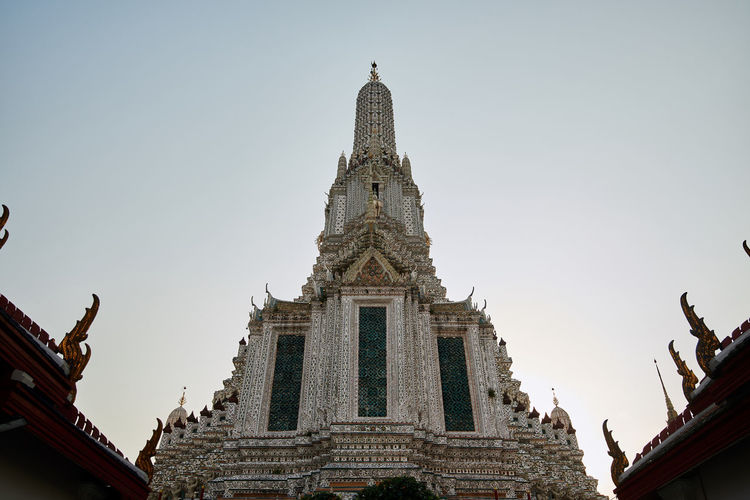 Wat Arun Temple Dawn Thailand Built Structure Architecture Building Exterior Place Of Worship Building Low Angle View Sky Belief Religion Spirituality Clear Sky No People Nature Travel Destinations Day Sculpture Art And Craft Statue Human Representation Outdoors Spire  Ornate
