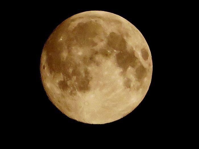 La Luna Enjoying The View EyeEm Nature Lover Night Sun_collection, Sky_collection, Cloudporn, Skyporn Full Moon Moon Beautiful