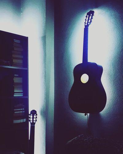şarkılarım Geçmisim Anılar Düştü Peşime Uyumaz Oldum Sarın